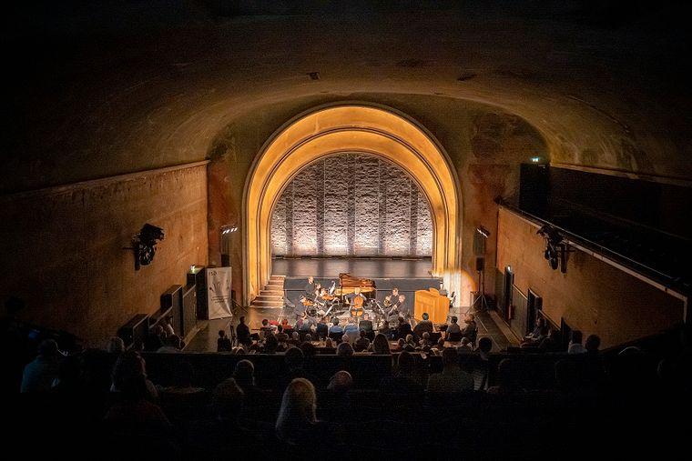 """Das ehemalige Stummfilmkino Delphi ist heute eine Kunst- und Kulturstätte. Es war in der Fernsehserie """"Babylon Berlin"""" das verruchte Moka Efti."""