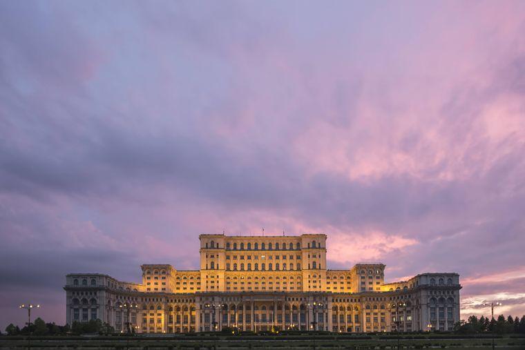 Das Parlamentsgebäude in Bukarest in Rumänien.