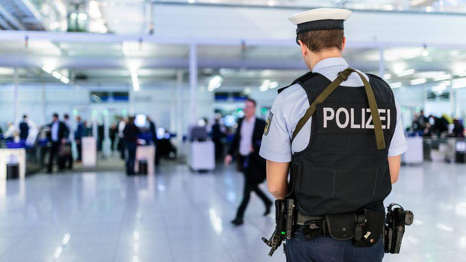 Die Polizei musste am Flughafen München gestern kurzzeitig die Abfertigung im Terminal 2 stoppen.