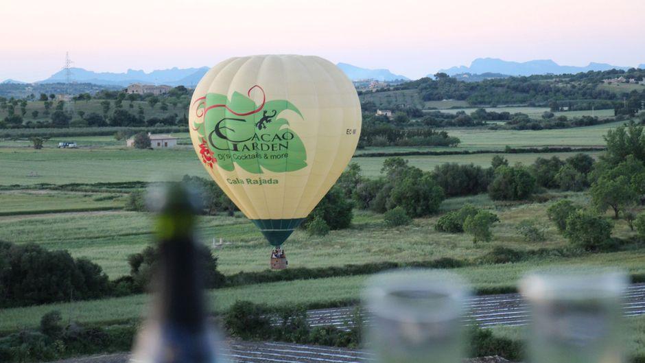 Schampus und Ballonfahrt – eine exzellente Mischung.