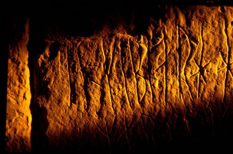 Graffiti aus dem 12. Jahrhundert: Wikinger haben sich im Hügelgrab Maeshowe verewigt.