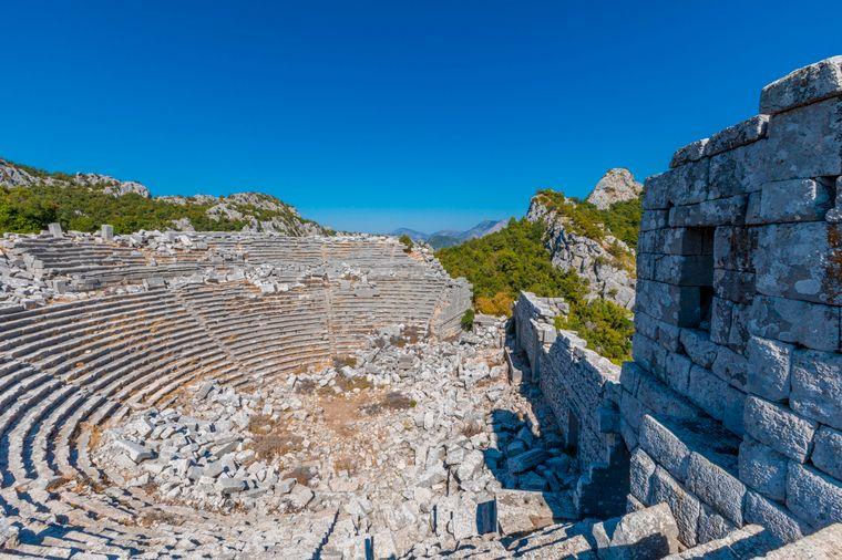 Das alte Theater der antiken Stadt Termessos bei Antalya ist für alle geschichtsinteressierten einen Besuch wert.