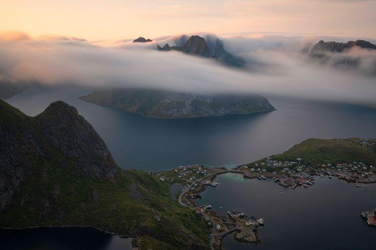 Reinebringen auf der Insel Moskenesoy in Norwegen.