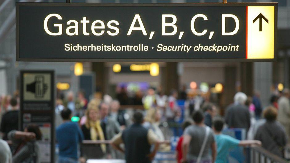 Die Sicherheitskontrolle am Flughafen Hamburg – im Februar 2015 wurde dort gestreikt.