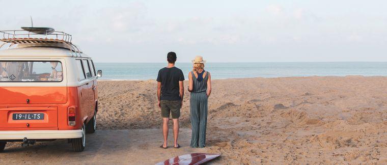Alexandra und Geert am Strand.