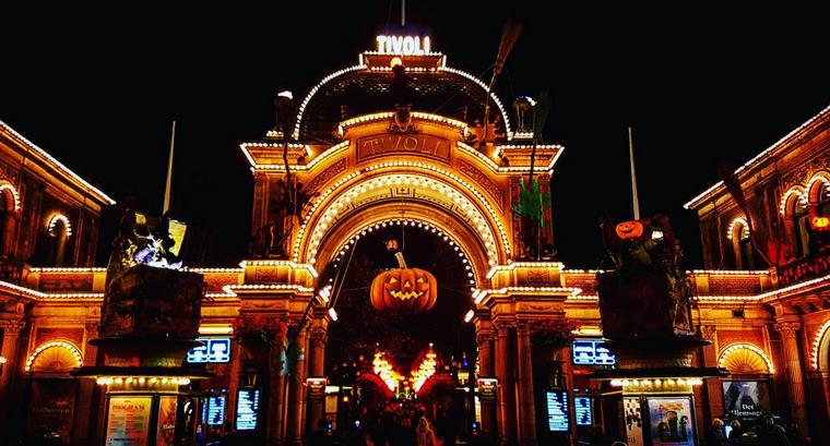 Der Haupteingang zu den Tivoli-Gärten.