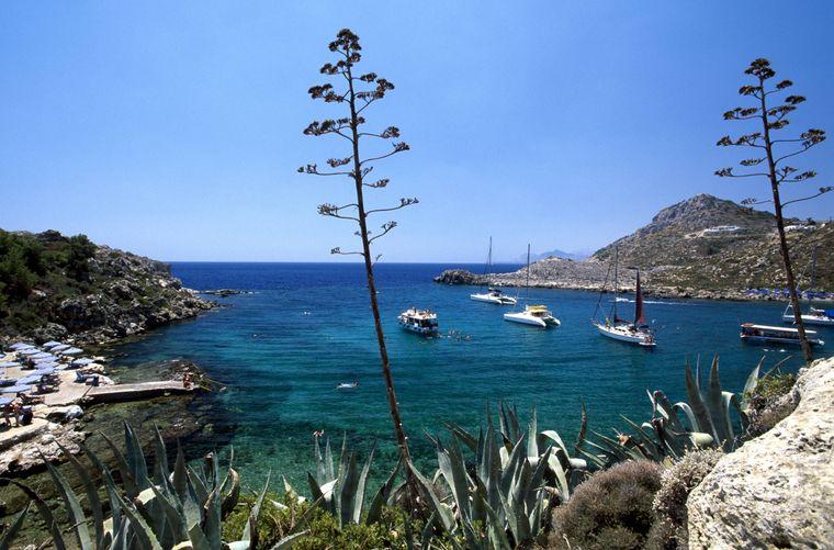 Die Ladiko-Bucht bei Faliraki auf Rhodos ist ein echter Hingucker.