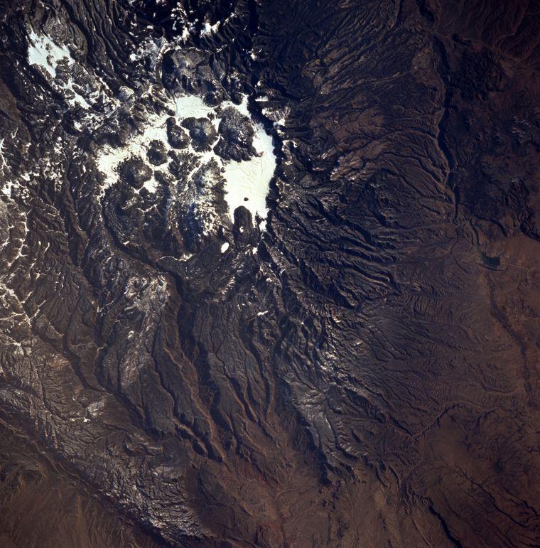 Ein Teil des Jemez-Gebirges, Valles Caldera, mit einem Durchmesser von 23 Kilometern, ist ein stark erodierter Vulkan.
