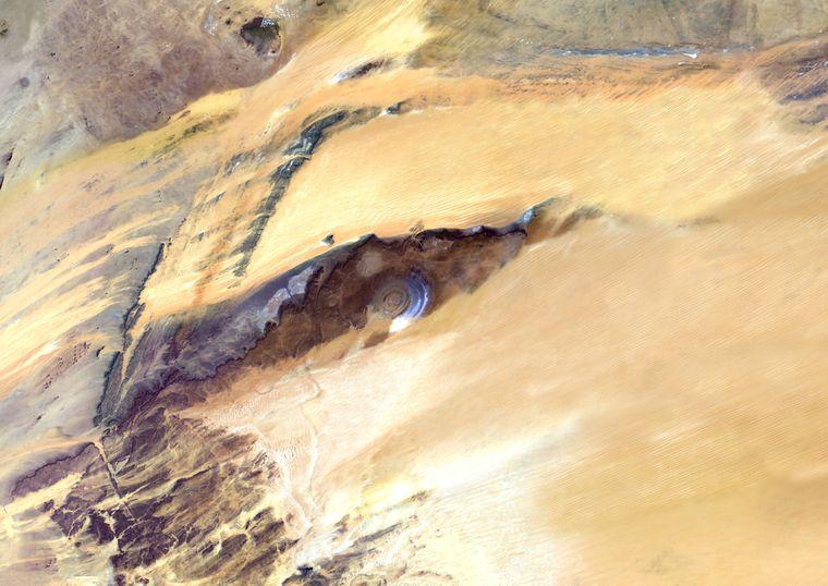 """Das """" Auge Afrikas"""" in Mauretanien in der Sahara."""