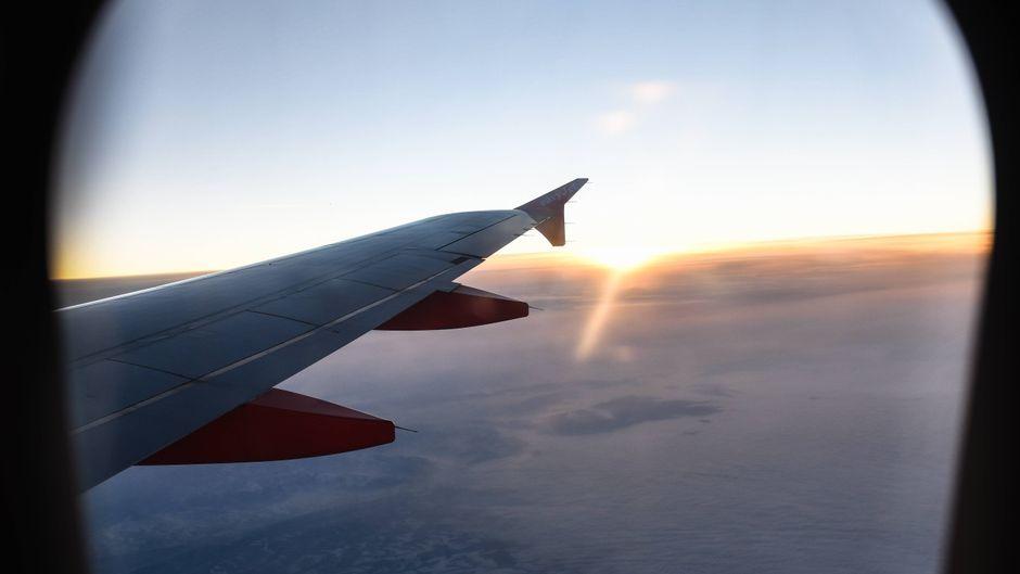 Sonnenuntergang im Flugzeug.