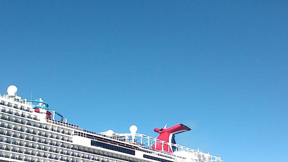Auf einem Kreuzfahrtschiff reisen teilweise Tausende Menschen gemeinsam auf engem Raum – da kann einiges schieflaufen. (Symbolfoto)