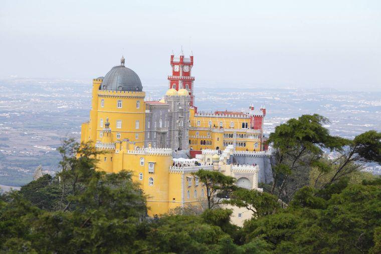 Der Palácio Nacional da Pena ist einer von vielen Palästen in der portugiesischen Gemeinde Sintra.