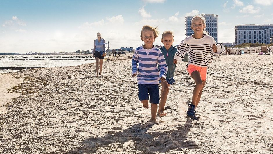 Großstadt-Feeling am Sandstrand: Das ist Rostock