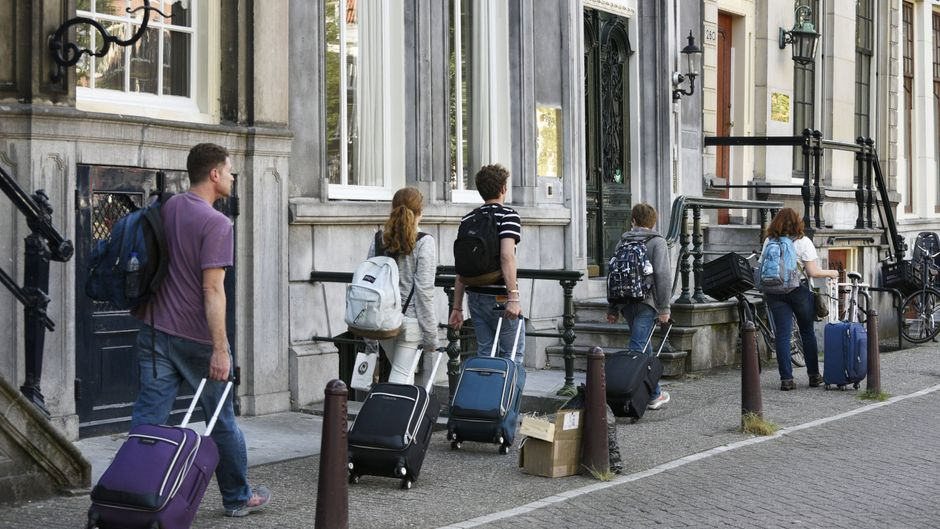 Airbnb darf in drei Stadtteilen von Amsterdam keine Ferienwohnungen mehr anbieten. (Symbolbild)