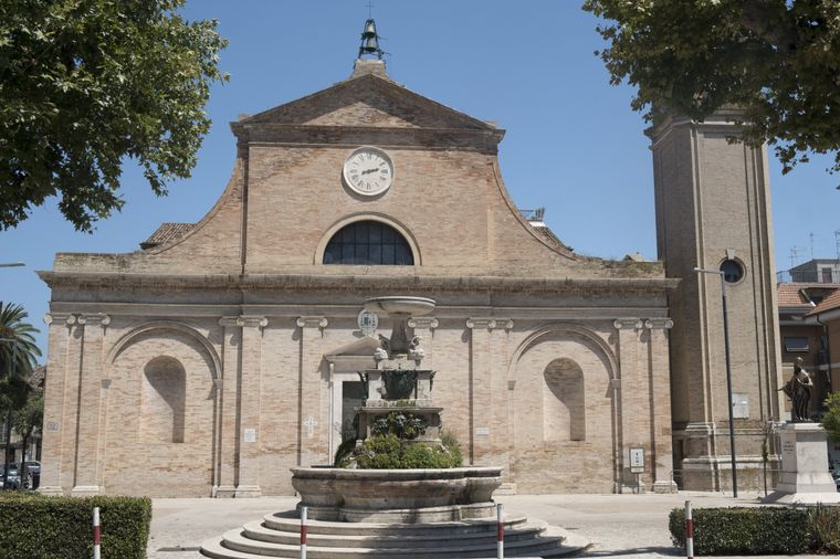 Grottammare (Ascoli Piceno, Marches, Italy); exterior of ancient church with fountain imago images/clodio