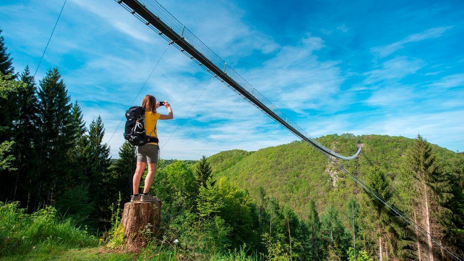 Auf der Route des Saar Hunsrück Steig liegt die zweitlängste Hängeseilbrücke Deutschlands, die Geierlay.