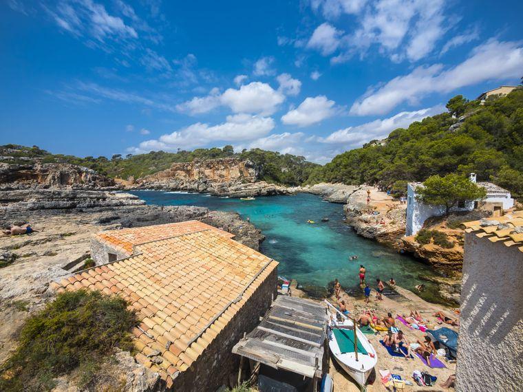 Die Bucht Cala S'Amonia bei Santanyi auf Mallorca, Spanien.