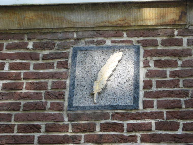 Die historischen Hausmarken in Friedrichstadt gaben oft Auskunft über den Beruf des Bewohners eines Hauses.