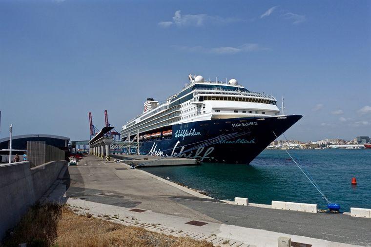 Mein Schiff 2 im Hafen von Malaga