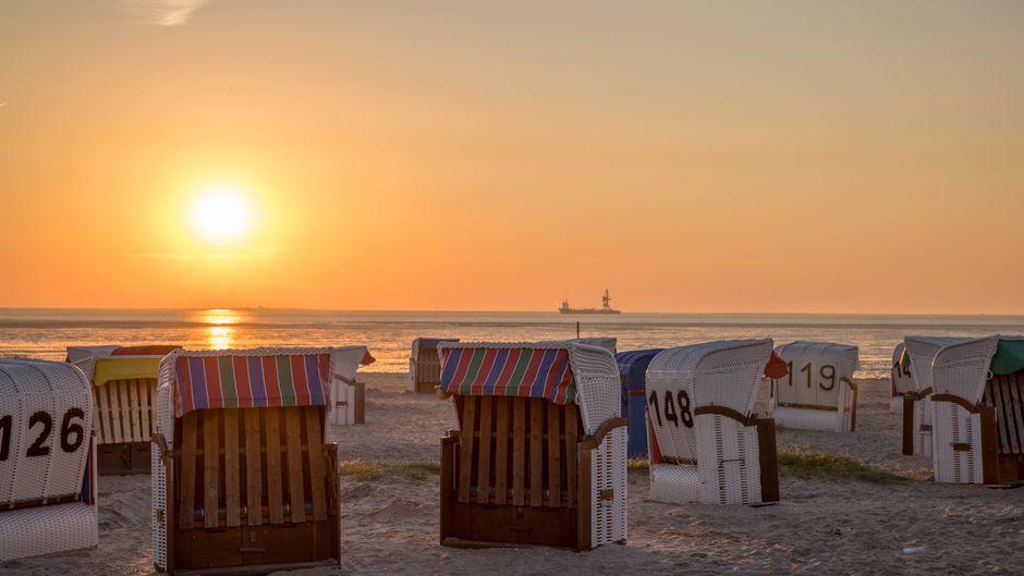 Einen Sonnenaufgang am Strand erleben: Wird das für Urlauber in diesem Jahr möglich sein?