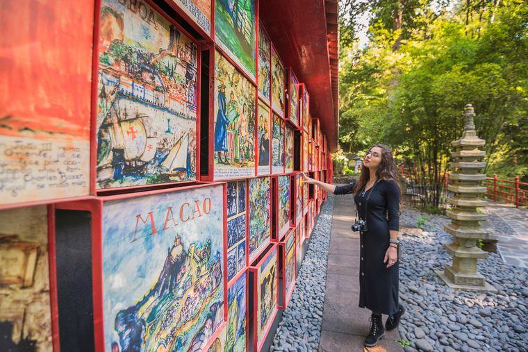 Sehenswert: In den Monte-Palace-Gärten zeigen 40 Fliesenpaneele die wichtigsten historischen Ereignisse Portugals.