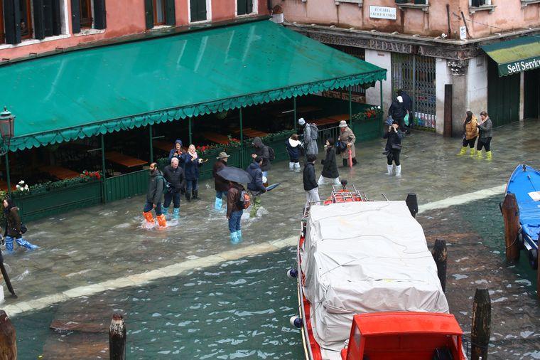 In Venedig ist aktuell Hochwasser-Saison. Doch so schlimm wie jetzt waren die Überflutungen zuletzt vor mehr als 50 Jahren.