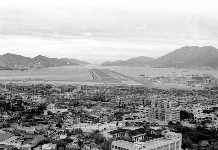 ls eines der gefährlichsten Airports der Welt wurde der Flughafen Kai Tak berühmt.