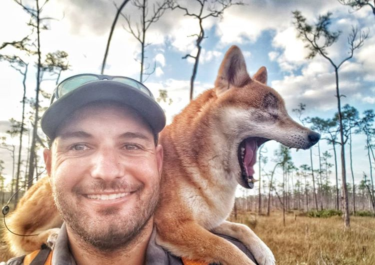 Kyle Rohring und Shiba-Dame Katana auf ihrem letzten Trip durch Florida.