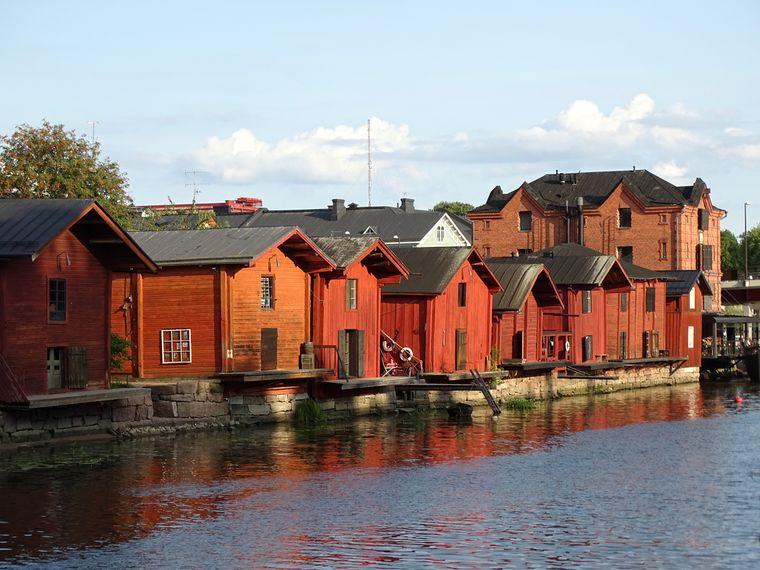 Die roten Holzhäuser in Finnlands zweitältester Stadt Porvoo dienten einst als Lagerhäuser.