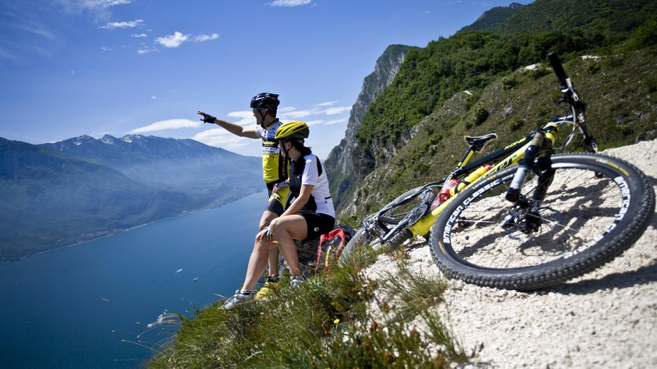 Die Umgebung rund um den Gardasee ist besonders beliebt bei Radfahrerinnen und Radfahrern.
