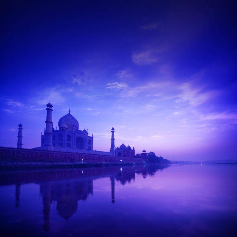 Das Taj Mahal bei Nacht.