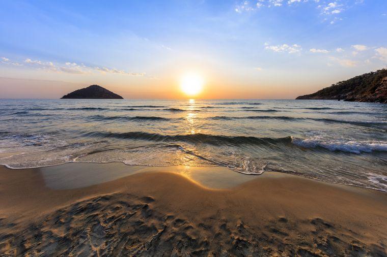 Am Paradisos-Strand auf der griechischen Insel Thassos können wunderschöne Sonnenaufgänge beobachtet werden.