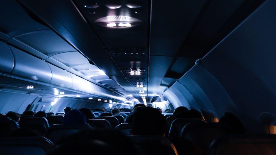 Den Horror eines Flugzeugabsturz können Freiwillige in einer Simulation nachempfinden. (Symbolfoto)