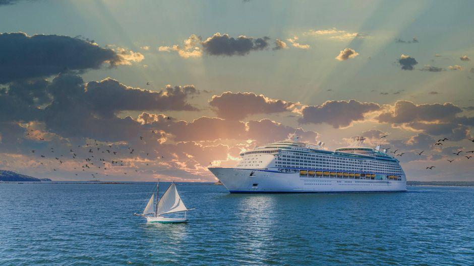 Nach einem langen Stillstand aufgrund der Corona-Pandemie nehmen nun immer mehr Reedereien den Kreuzfahrtbetrieb auf.