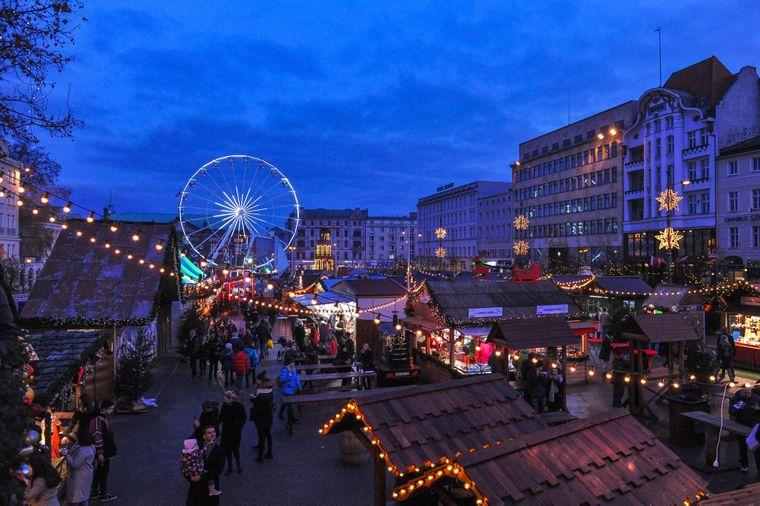 Weihnachtsmarkt in Posen, Polen.