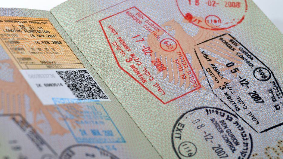 Einreisestempel in einem Reisepass.