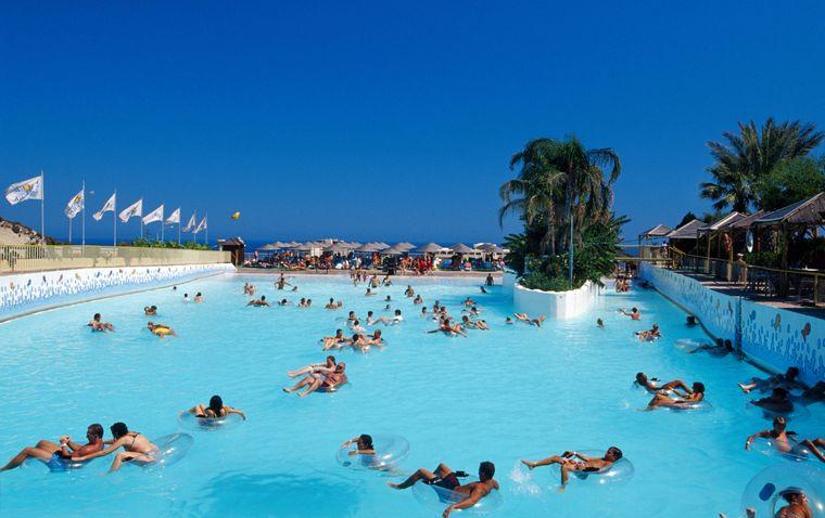 Der Aquapark von Faliraki auf Rhodos bringt der gesamten Familie jede Menge Spaß.