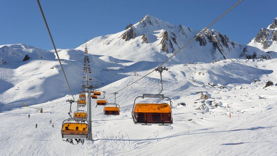 Skilifte am Wintersportgebiet Ischgl in Tirol.