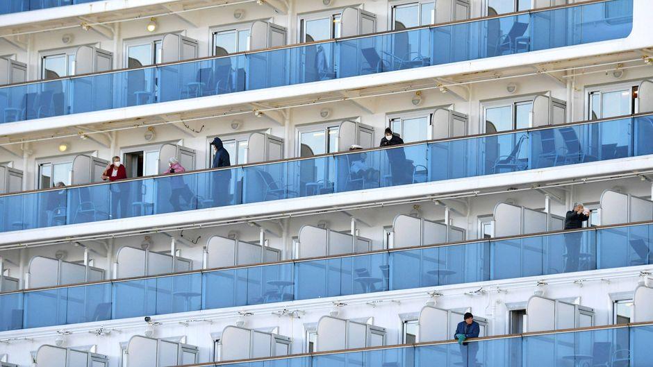 Die Passagiere dürfen das Kreuzfahrtschiff nicht verlassen.