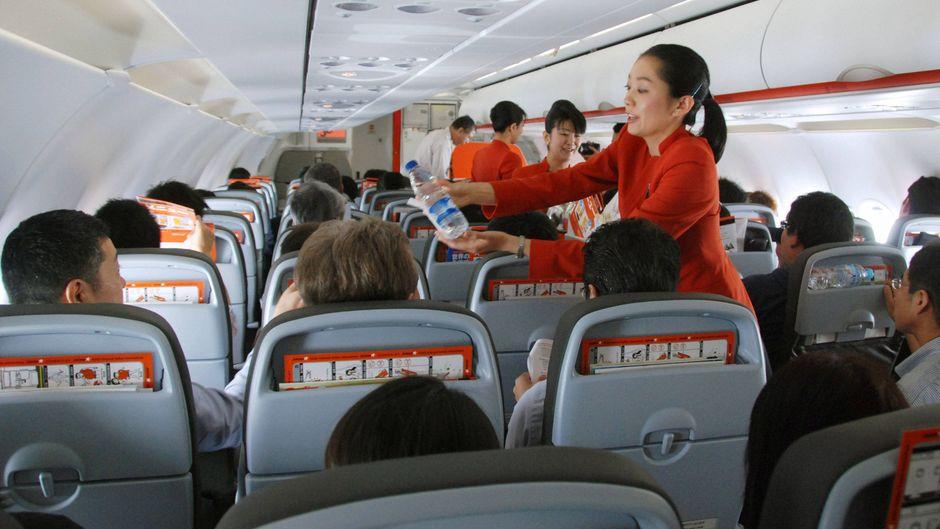 Die Flugbegleiter von Japan Airlines gehören laut Ranking zu den besten der Welt.