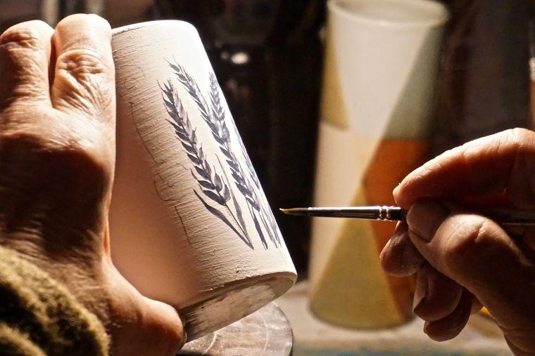 In der Hjorths Fabrik in Rönne haben Besucher die Chance, zu sehen wie Keramik gefertigt wird.