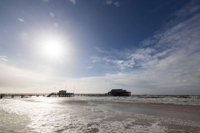 Herrlich bei Sonnenschein, eine Herausforderung bei Sturm und Regen: Der Strand in Sankt Peter Ording.