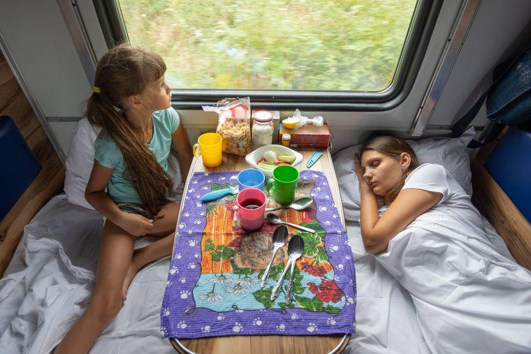 Im Nachtzug kannst du entspannt reisen, bevor du neue Metropolen erkundest.