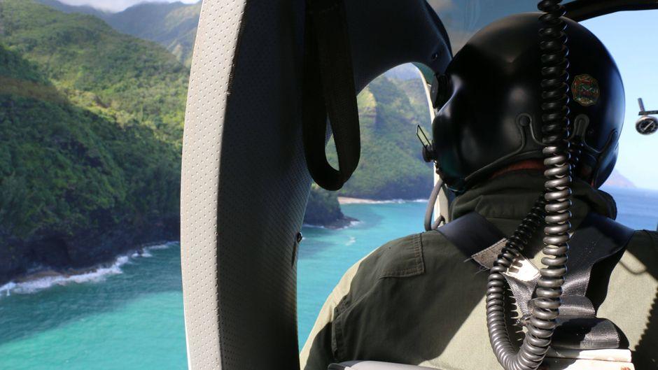 Rettungskräfte suchten mit Hubschraubern nach dem Ausflugs-Helikopter.