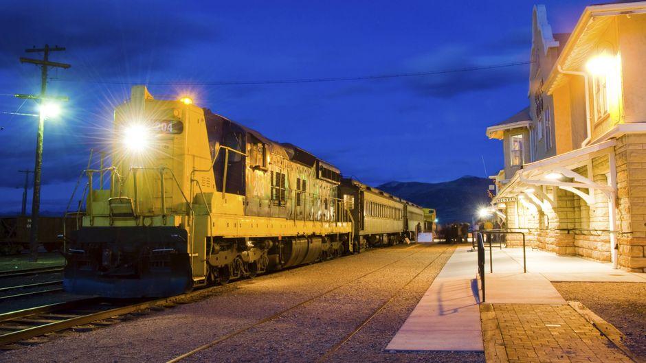 Dampflok von Nevada Northern Railway am Bahnhof von Ely, Nevada.