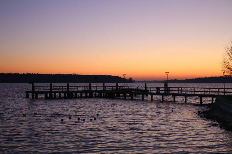 Mecklenburg-Vorpommern hält über 2.000 Seen mit verschiedenen Sehenswürdigkeiten für Touristen bereit.