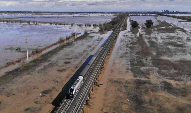 Ein Amtrak-Zug verlässt Sacramento in Kalifornien.