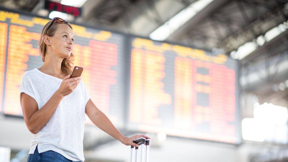 Mit der App können Reisende länderspezifische Covid-19-Reiseinformationen zu mehr als 200 Flughäfen weltweit abrufen.