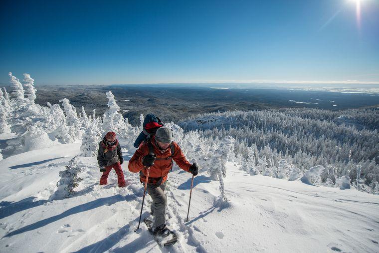 Wer es bis auf den Berggipfel im Nationalpark Monts-Valin schafft, wird mit einer beeindruckenden Aussicht belohnt.