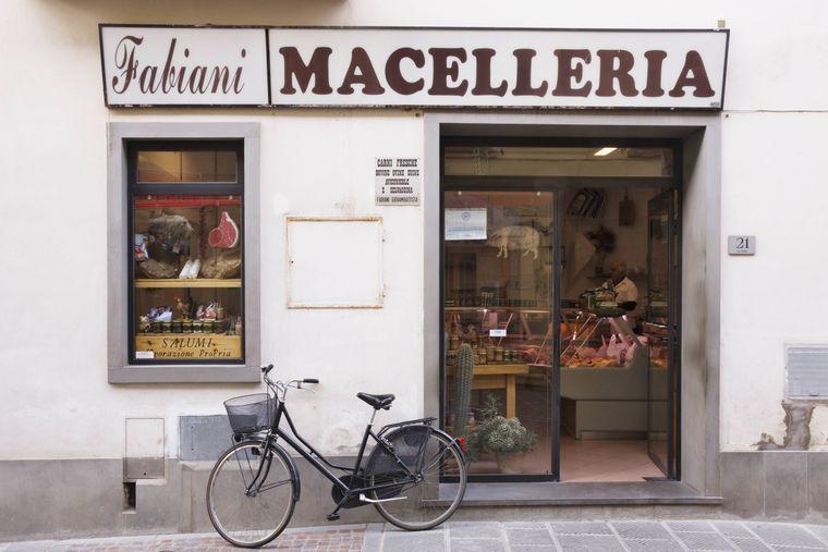 Lieber stehen lassen: Das Fahrradfahren ist in Venedigs Altstadt verboten, würde aber wegen der Menschenmassen sowieso keinen Spaß machen.